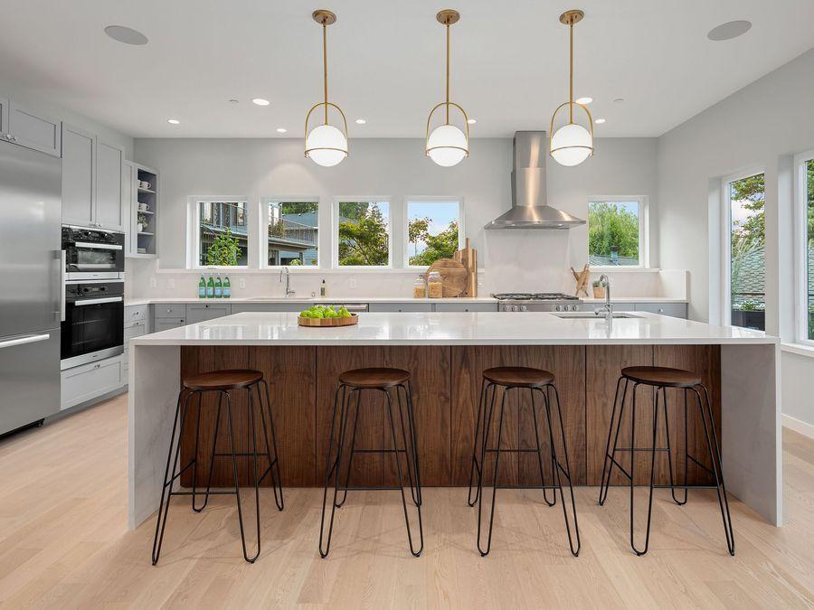 550 99th Avenue Southeast, Bellevue | Represented by Brandon J. Kelly, Tammy Gwinn, Lindsey Bundy