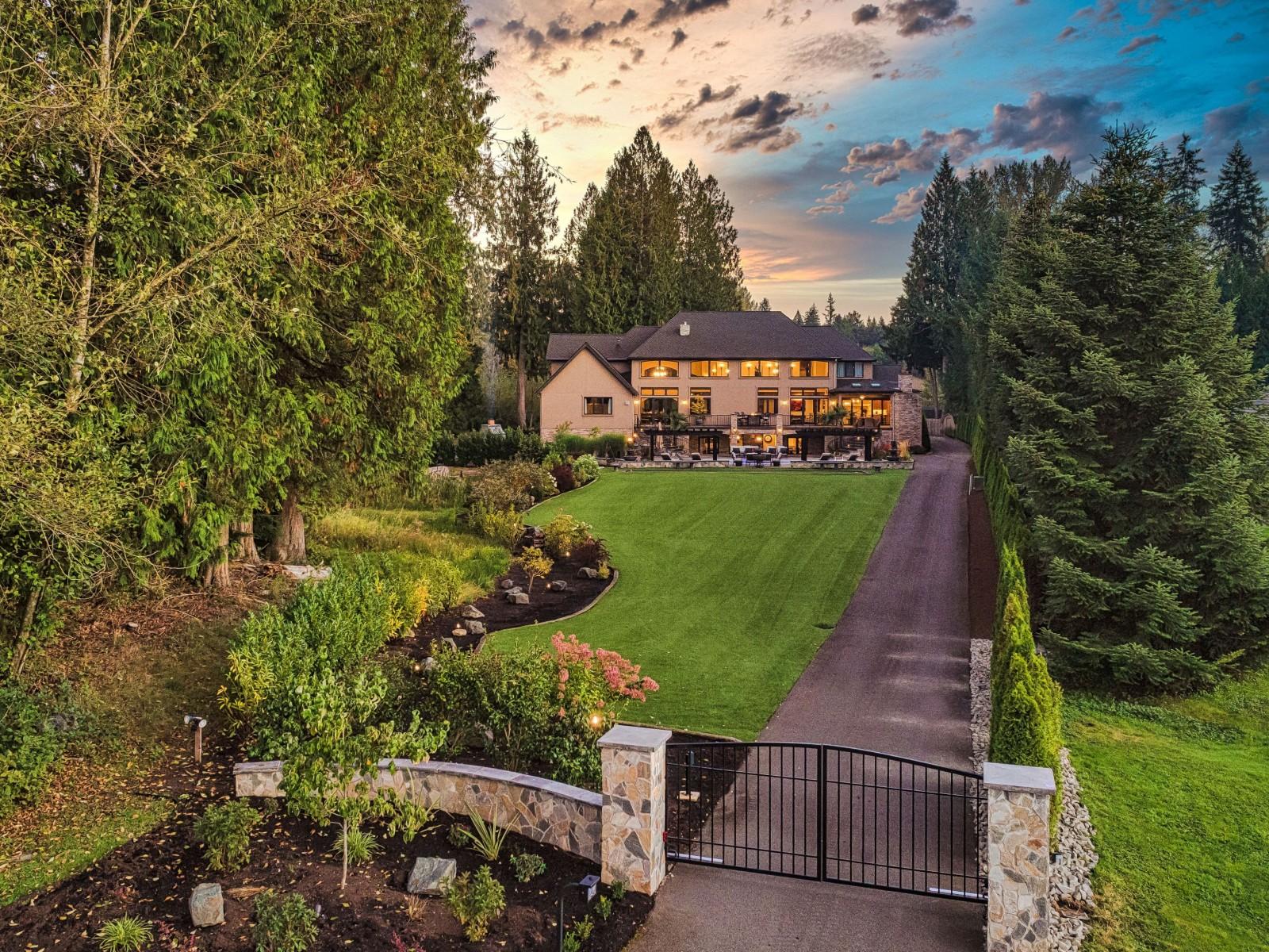 <h5><b>Bear Creek, Woodinville | $6,305,000</b></h5>