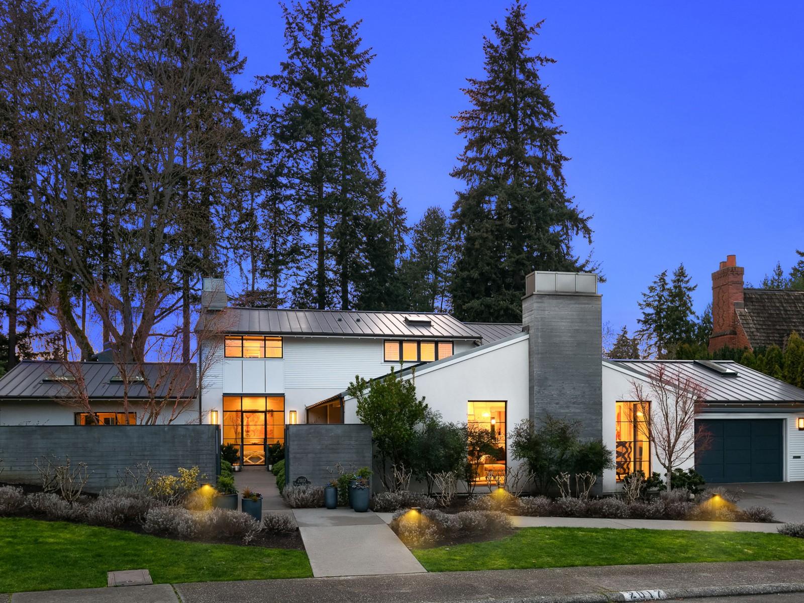 <h5><b>Broadmoor, Seattle | $6,400,000</b></h5>