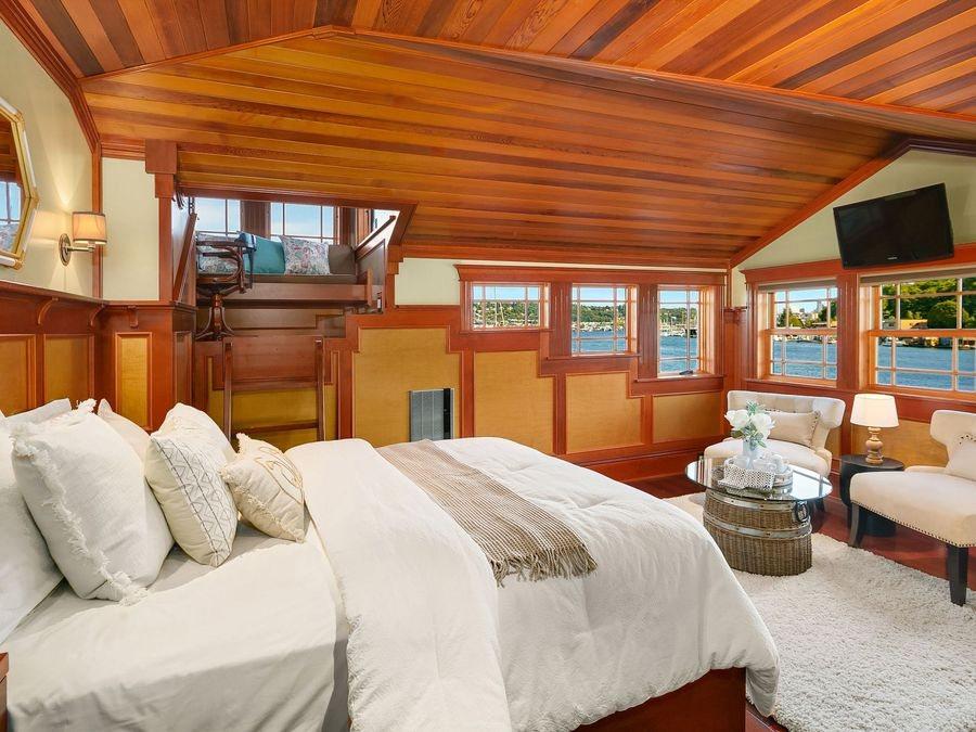 Aurora-Houseboat-1