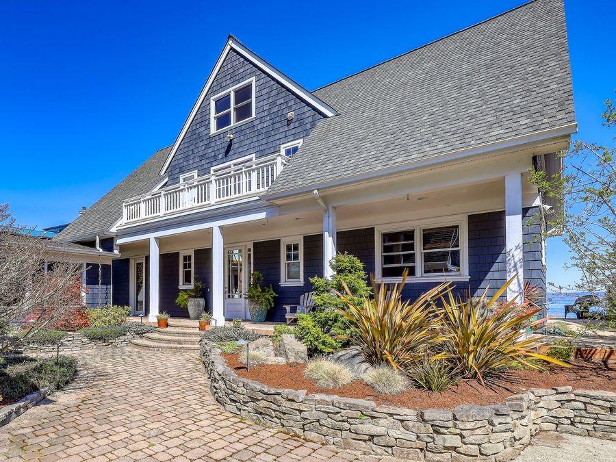 Kingston-Beachfront-Estate-3
