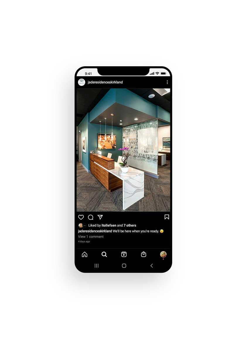IPhone Jade social media